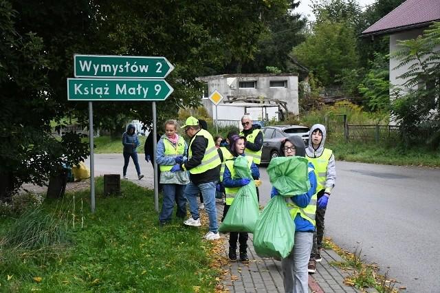 """podczas 28. akcji """"Sprzątania świata"""", zorganizowanej w gminie Słaboszów zebrano aż 750 kg śmieci porzuconych przy drogach, w rowach i w innych miejscach publicznych"""