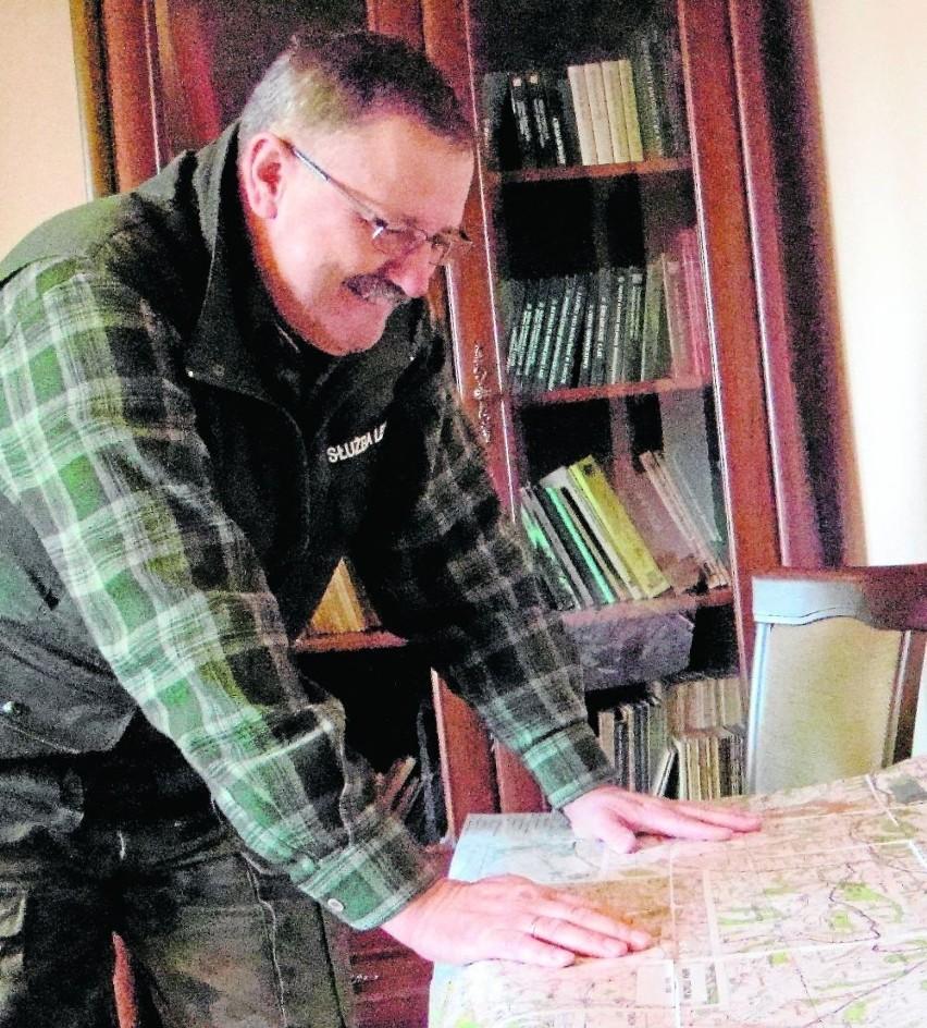 Piotr Doda  z Leśnictwa Gdów od ćwierć wieku opiekuje się 60 kompleksami leśnymi zajmującymi w sumie 1160 hektarów