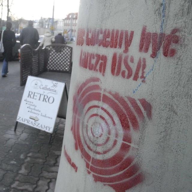 Do tej pory działania przeciwników tarczy ograniczały się do malowania haseł na elewacjach.