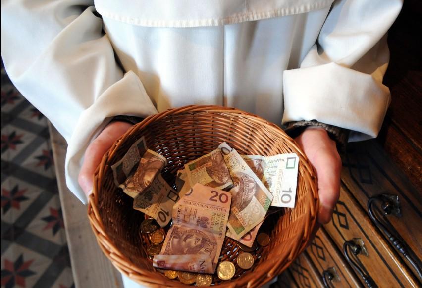 Polscy księża płacą nie tylko niższe niż inni podatki, ale...