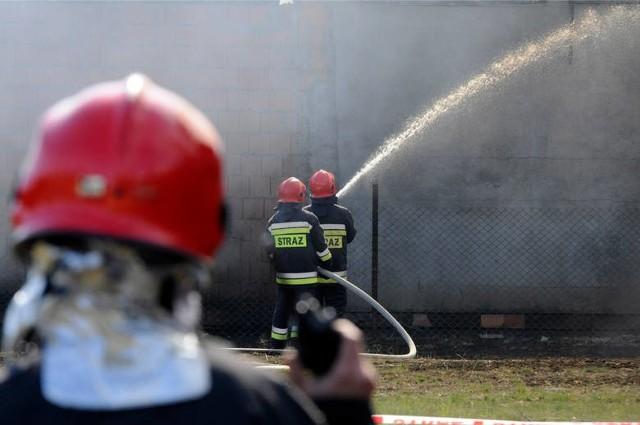 Straty w mieszkaniu objętym pożarem są duże. Nie było konieczności ewakuacji innych mieszkańców tego bloku.