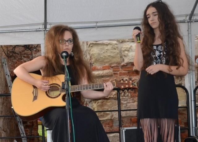 """""""Tam gdzie Wisła z Nidą..."""" - śpiewały siostry Kasia i Ola Cerazy."""