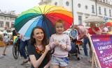 Posłanki Lewicy odwiedziły Rzeszów i jadą do Przemyśla. Mają ze sobą skrzynkę, do której zbierają pomysły mieszkańców