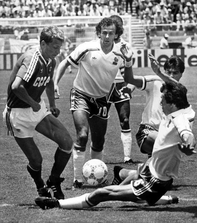 Michel Platini (w środku) podczas mundialu w 1986 r., na którym Francja zajęła trzecie miejsce