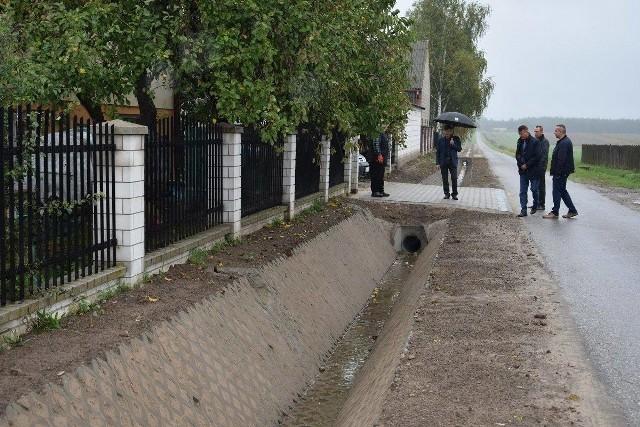 Przy kilku posesjach w Tychowie Nowym wykonano nowe rowy odwadniające