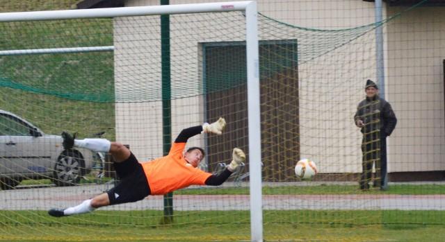 Bramkarz Brzeziny Osiek tylko raz był w niebezpieczeństwie w meczu przeciwko Dębowi Paszkówka.