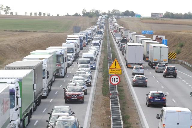 Wypadek i korek pod Kątami Wrocławskimi, zdjęcie ilustracyjne