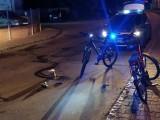 Kobieta spadła z roweru w Gnieźnie. Pomocy udzielił jej tylko 15-latek