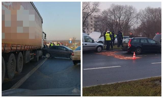 Przed jednostką straży doszło do dwóch wypadków. Najpierw zderzyły się trzy osobówki. Potem ciężarówka z toyotą