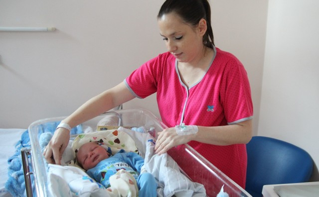 Agata Kulik z synem Remiliuszem, pierwszym urodzonym w roku 2016 we włocławskim szpitalu