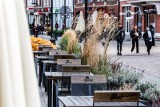 Luzowanie obostrzeń w Polsce od 1 maja. Kiedy otwarte zostaną hotele, restauracje i siłownie? Harmonogram odmrażania gospodarki
