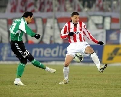 Bośniak Vule Trivunović (z prawej) w debiucie w Cracovii nie zagrał dobrze Fot. Michał Klag