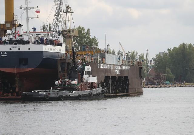 Budowa doku w Szczecinie to koszt około 250 mln zł, a jak obliczyli stoczniowcy w Świnoujściu po odliczeniu wszystkich pożyczek i zaległości ze sprzedaży terenów MSR Gryfia może liczyć na najwyżej 10 mln zł.