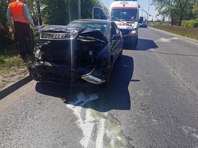 Bydgoscy strażacy w niedzielę (31 maja) kilkanaście minut przed 13.00 otrzymali zgłoszenie dotyczące zdarzenia drogowego na skrzyżowaniu ul. Pileckiego i Grunwaldzkiej. - Doszło do kolizji z udziałem dwóch samochodów osobowych, którym podróżowały między innymi dzieci. Wszystkich uczestników kolizji na miejscu przebadał zespół ratowników medycznych, nikt nie został zabrany do szpitala - poinformowała nas oficer dyżurny ze stanowiska dowodzenia KM PSP w Bydgoszczy. W kolizji uczestniczył samochody marki Audi i Skoda.