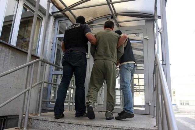 58-latek z Izbicy Kujawskiej trafił do aresztu. To za atak na policjanta