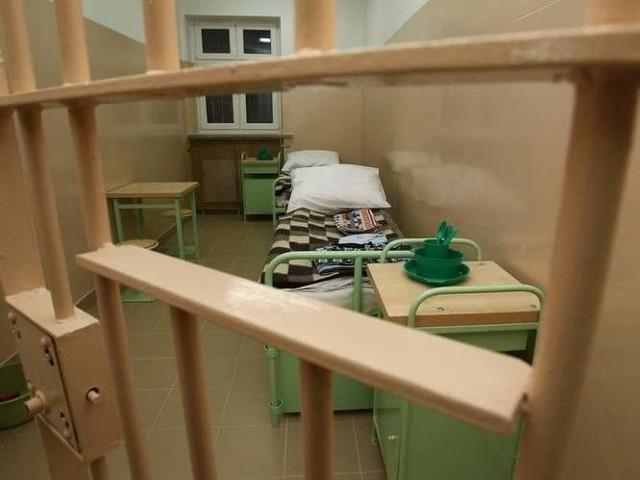 Dwóch mężczyzn trafiło na trzy miesiące do aresztu z zarzutami związanymi z przestępstwami przeciwko wolności seksualnej.