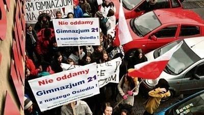 W niedzielę przeciwko przeprowadzce do innej szkoły protestowała SP 25 i Gimnazjum 21 Fot. Andrzej Wiśniewski