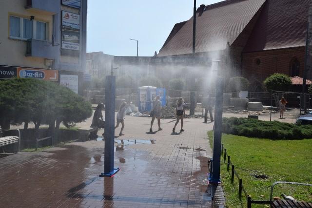 Miasto ustawia kurtyny wodne, bo temperatura powietrza przekracza 30 stopni Celsjusza.