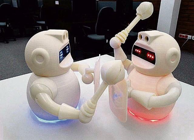 Te roboty potrafią się poruszać, reagują na dźwięk, wykrywają przeszkody. Na krajowych finałach Imagine Cup w Warszawie nie miały sobie równych w kategorii World Citizenship. Konkurs organizuje amerykański gigant - Microsoft.