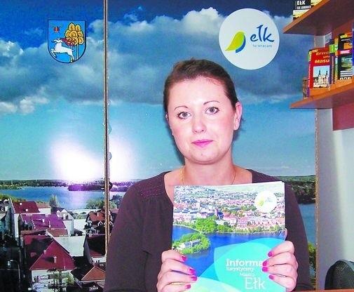 Coraz więcej urlopowiczów spędza wakacje na MazurachNajczęściej turyści pytają o to, gdzie mogą zjeść czy zrobić zakupy. Cudzoziemcy proszą, aby pomóc im zarezerwować pokój, bo język jest barierą – mówi Joanna Dąbrowska z centrum informacji turystycznej w Ełku.