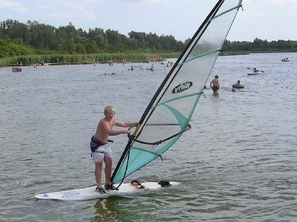Trzynastoletni Martin Kochański z Wąbrzeźna  na windsurfingu pływa drugi sezon. Teraz marzy  już o żeglowaniu po Zatoce Gdańskiej.