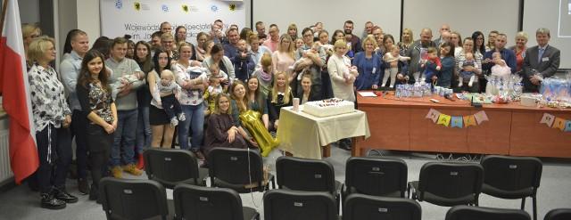 Szkoła Rodzenia działająca przy Wojewódzkim Szpitalu Specjalistycznym im J. Korczaka w Słupsku obchodzi roczek. Swoje pierwsze urodziny uczciła w wyjątkowy sposób, zapraszając gości zaprzyjaźnionych z placówką. Spotkanie odbyło się 18 grudnia.Zobacz także: Uroczyste otwarcie oddziału transplantacji w słupskim szpitalu