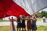 Patchworkowa flaga Polski załopotała nad Gdańskiem. Powstała podczas Święta Wolności i Solidarności