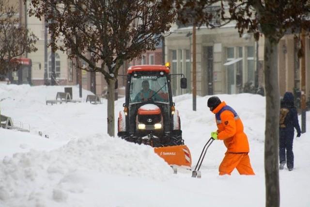 Ponad 10 tysięcy ton piasku i soli trafiło na lubelskie ulice i chodniki podczas ostatniej zimy