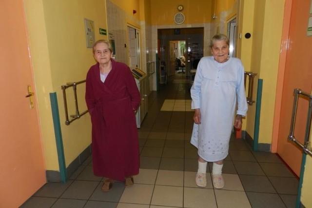 - Chciałybyśmy, żeby szpital poradził sobie z kłopotami - mówią Anna Rzeczkowska (z lewej) i Helena Stańczyk.