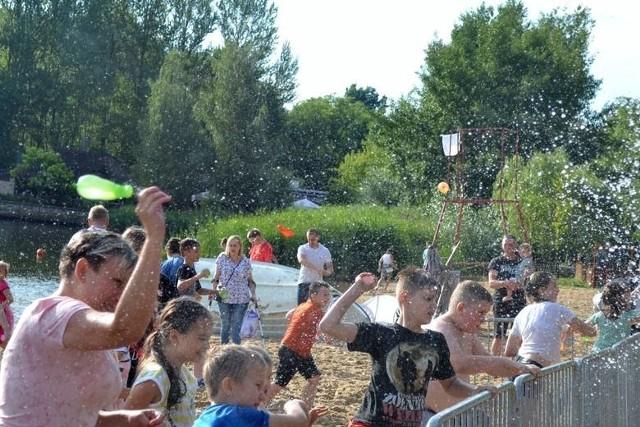 Bitwa na balony z wodą w Sosnowcu na Stawikach