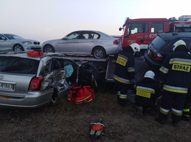 Śmiertelny wypadek w Wójcinie w powiecie opoczyńskim. W zderzeniu lawety, motocykla i samochodu osobowego zginęły trzy osoby