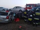 Śmiertelny wypadek w Wójcinie w powiecie opoczyńskim. W zderzeniu lawety, motocykla i samochodu osobowego zginęły trzy osoby [ZDJĘCIA]