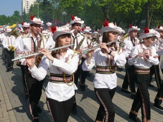 """Orkiestra Lwowskiej Szkoły Muzycznej """"Fanfares of Lviv""""."""