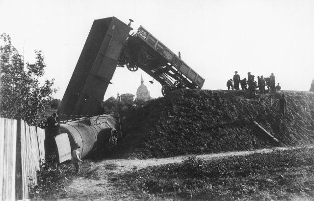 Zobaczcie przedwojenne zdjęcie dokumentujące katastrofy lotnicze i kolejowe, do których doszło w latach 20. i 30. XX wieku.