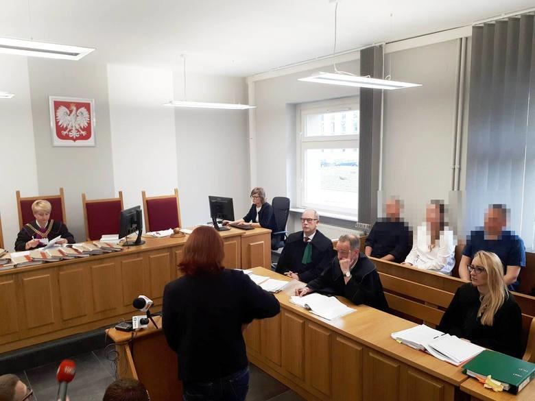 Do zabójstwa w Żernikach doszło w marcu 2016 roku. Prokuratura oskarżyła czworo policjantów o niedopełnienie obowiązków. Wszyscy nie przyznają się do winy.