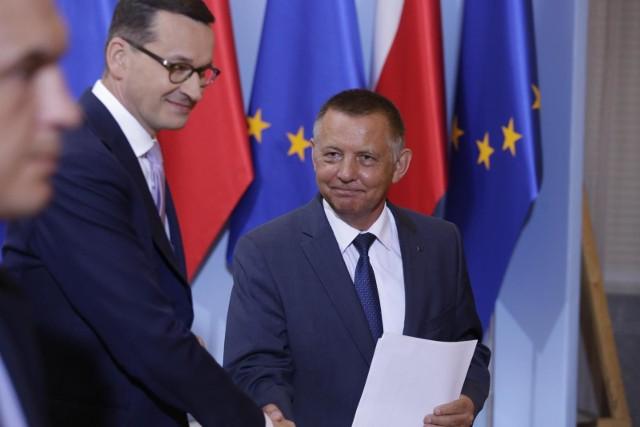 Prezes NIK Marian Banaś zapewnia, że kamienicę, w której świadczone miały być usługi seksualne sprzedał miesiąc temu.