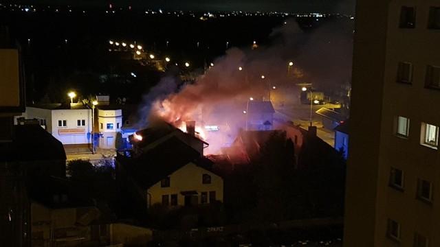 Pożar w Tczewie. 30.10.2020 r. Palił się pustostan
