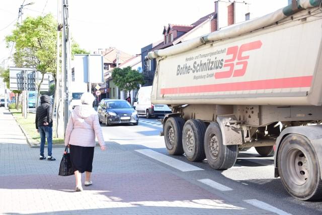 Ruch przez Słomniki wciąż jest duży, mimo, że oddano do użytku odcinek S7, który jest obwodnicą miasta