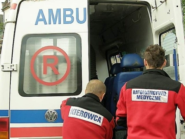 W wyniku wypadku pasażerka auta trafiła do szpitala