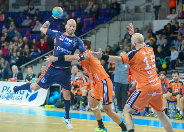 Michal Bruna (z piłką) może latem odejść ze Szczecina. Podobno interesują się nim Azoty Puławy.