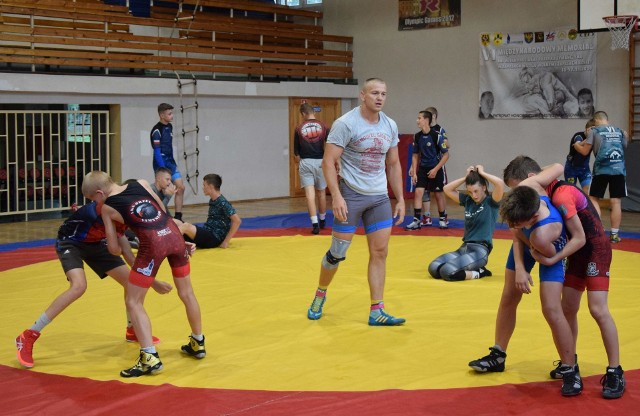 W Orle Namysłów młodzież nabywa nie tylko umiejętności sportowe, ale również kształtuje swój charakter i przygotowuje się do dorosłego życia.