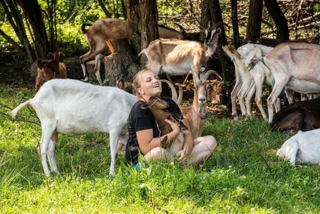 Odwiedziliśmy Ranczo Laszki. Emilia Korolczuk pokazała nam pastwisko przy lasku, które latem wygląda bajkowo!