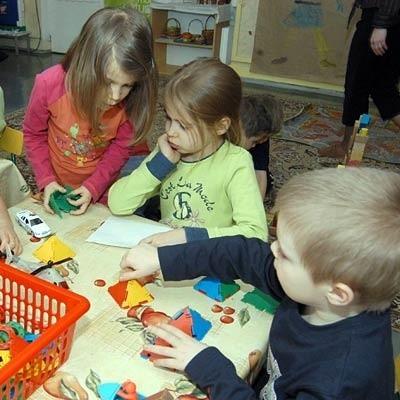 Nic tak nie uczy przyjaźni jak wspólne zabawy. Nz. dzieci z Przedszkola nr 17 w Rzeszowie.