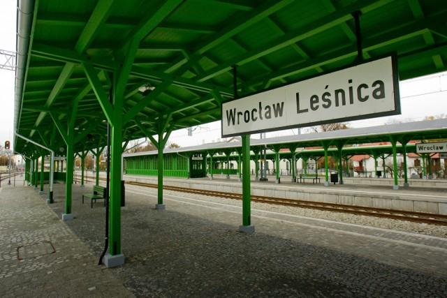 Wrocław, wyremontowany dworzec kolejowy na osiedlu Leśnica
