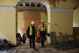 Trwa remont pałacu Dietrichsteinów w Wodzisławiu Śl. Zobacz, jak przebiega remont zabytku. Zajrzyjcie do środka