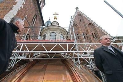 W 2010 r. wymieniono także miedziane pokrycie kaplicy Wazów w Katedrze Wawelskiej Fot. Anna Kaczmarz