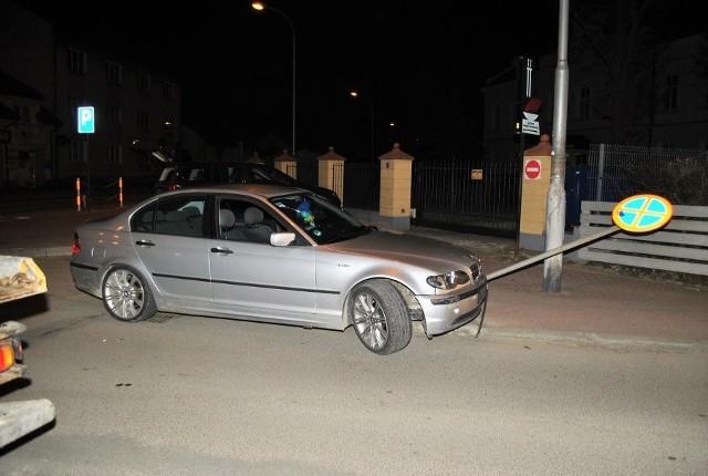 Policjanci prowadzili pościg ulicami Lubaczowa za kierowcą BMW, który nie zatrzymał się do kontroli drogowej.W nocy policjanci lubaczowskiej komendy zauważyli na ul. Wyszyńskiego kierowcę BMW jadącego wspólnie z pasażerem. Tor jazdy wskazywał, że kierujący może być pod wpływem alkoholu. zobacz też: Poznań Motor Show 2018Źródło:gloswielkopolski.pl