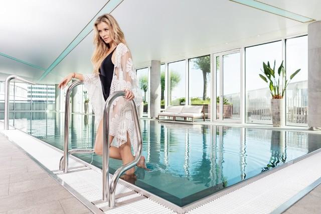 Joanna Krupa wynajęła luksusowy apartament w Warszawie przy Złotej 44 marki No.44 Luxury Rental. Luksus to coś więcej niż piękny apartament w designerskim budynku w centrum miasta - to styl bycia i życia. Często podróżuje i mieszkam de facto w dwóch krajach na raz, dlatego zdecydowałam się na długoterminowy instytucjonalny najem. Cieszę się, że usługa ta, dostępna szeroko w świecie pojawiła się również w Polsce - mówi Joanna Krupa.