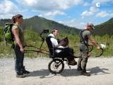 Tatry. Testują wózek dla osób niepełnosprawnych, który może otworzyć dla nich wędrówki po górach