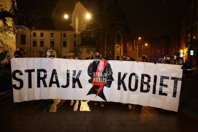 Mirosław Lach, radny PiS z Wrocławia, w rozmowie z Onetem przyznaje, że popiera protest kobiet.